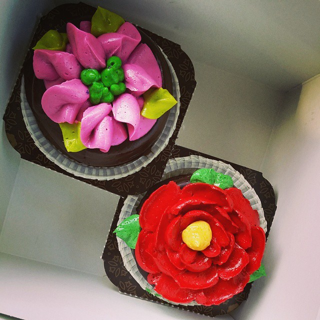 Beautiful chocolate with buttercream flowers. A tasty treat to go with today's Birthday Massage!