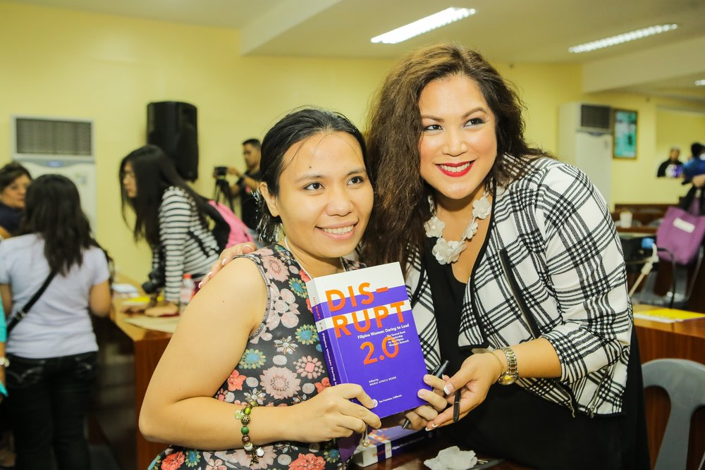 Emerging Leader Anne Quintos (Global FWN100™ '16) gushes over her copy of DISRUPT 2.0: Filipina Women: Daring to Lead with member-author Francine Maigue (Global FWN100™'15) at DISRUPTing Cebu during #FWNSummit2016. Anne blogged about her takeways from the #FWNSummit2016 for The Rappler.  Read it on ePahayagan here .