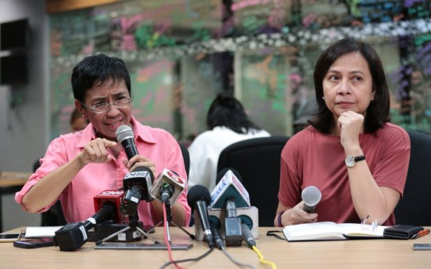 Left and right, Maria Ressa (Global FWN100™ '14) and Chay Hofilena issues a statement on Jan. 15, 2018, at a press briefing at Rappler.