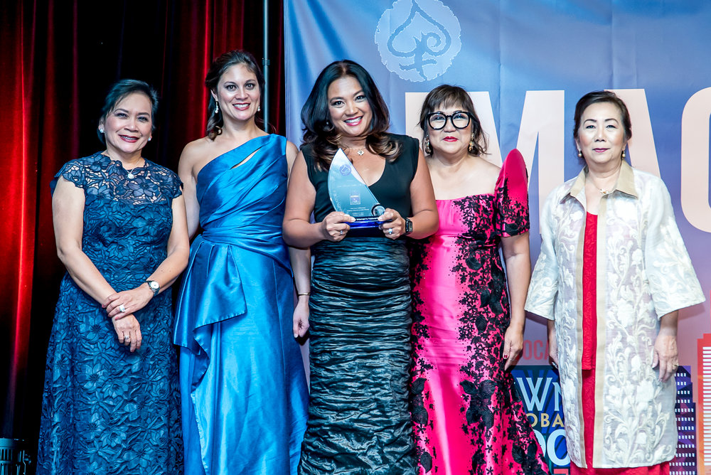 Geri receiving her Most Influential Filipina Women in the World Award™ at the #FWNSummit2017 (L-R): Global FWN100™ Selection Committee Chair HON Thelma Boac, FWN President Susie Quesada, Geri Alumit Zeldes (Global FWN100™ '17), FWN Founder & CEO Marily Mondejar, FWN Board Chair Maria Beebe, Ph.D.