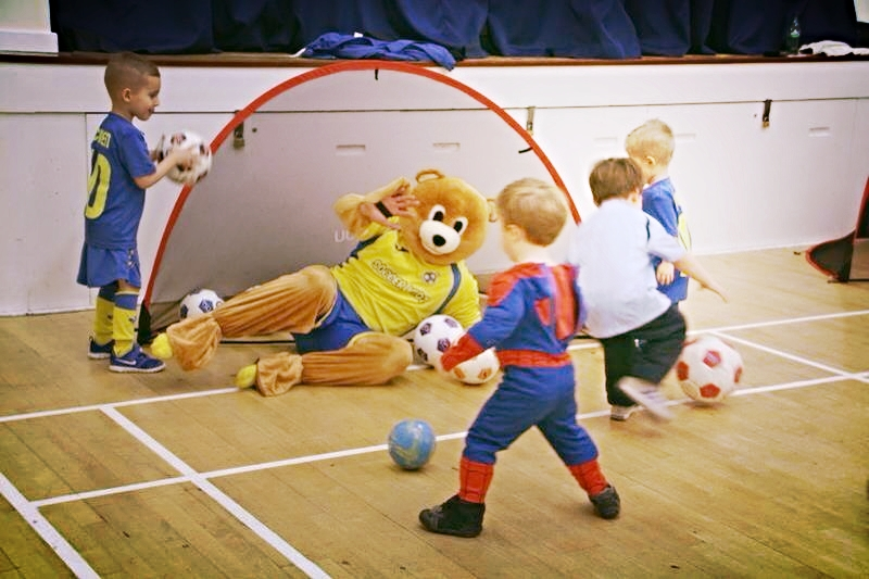 Super Star Goalkeeper: Bruce The Bear