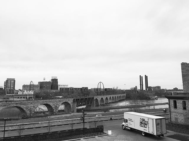 A throwback to a gloomy April move into #stonearchlofts and a beautiful view of #stonearchbridge. #minnesotamovers #minneapolis #blackandwhiteonly #blackandwhitephotography #movingday #movingforward #movingon #minnesota #themovecrew #waitingforspring #artsymovers #internationaltrucks