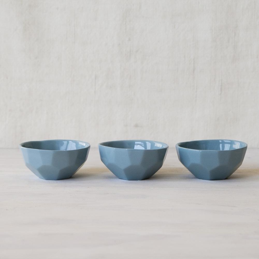FORM&FABLE_Facet-bowl-3xblue.jpg