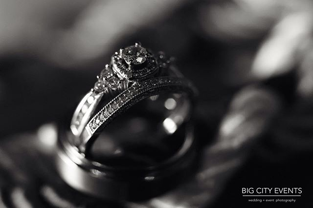 Love the beautiful details on this ring setting!