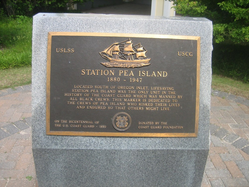 Historical marker honoring the service of the Pea Island Lifesaving Crew.