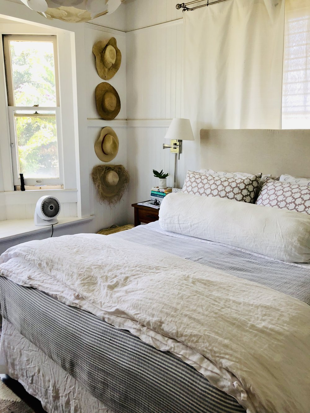 Clean Lines.   Fine Linen  . Functional Art = L❤️VE!  As I have written about many times before, repetition with similar items used in display is pleasing to the eye and promotes Visual Peace!