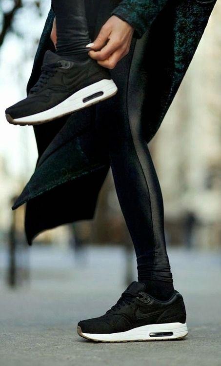 Black_Shoe_