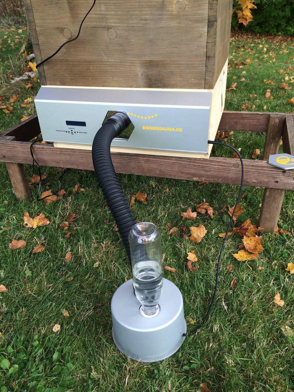 Befeuchter an Bienensauna.jpg