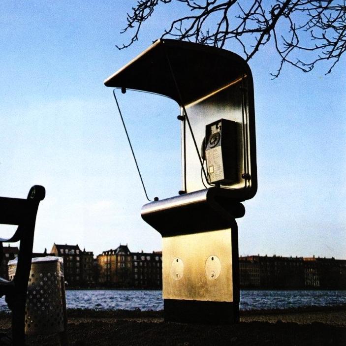 Arkitekt Klavs Helweg-Larsens spørgsmålstegn_1982.jpg