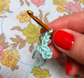 Slip+stitch+into+first+chain+and+chain3.jpg