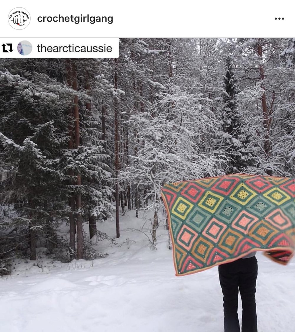 @thearticaussie showing off her amazing @crochetgirlgang blanket
