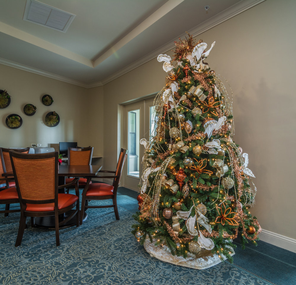 holiday-decor-christmas-tree-by-captiva-design-bridget-king-florida-b-1.jpg