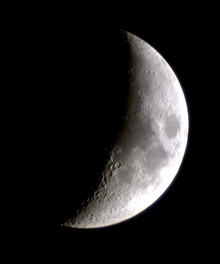ToUcam-70mm-Moon-waxing-crescen-2005-12-06-mosaic-of-2-unsharp.JPG