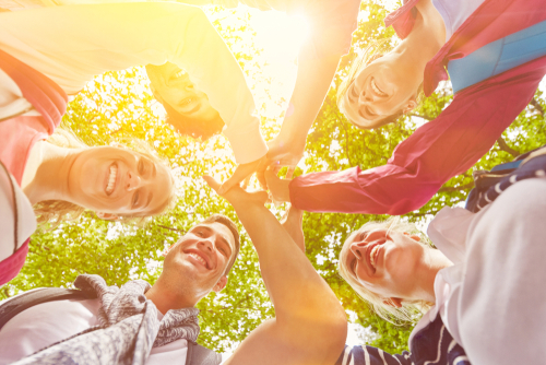 TEAMBUILDING: - Voor hen die graag met de collega's of vrienden een dagdeel of dag ondergedompeld worden in ayurveda door middel van diep ontspannende momenten, vreugdevolle lichaamsbewuste opdrachten, lekkere hapjes etc. Vraag gerust om een voorstel met vrijblijvende offerte.