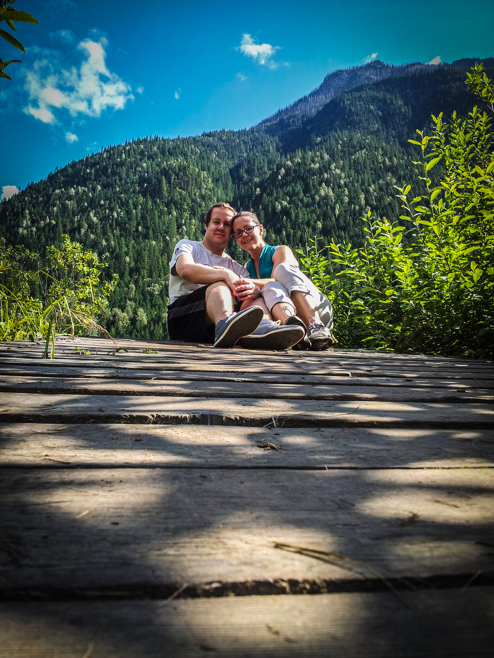 beautiful-woman-with-husband-posing-in-front-of-the-mountains.jpg