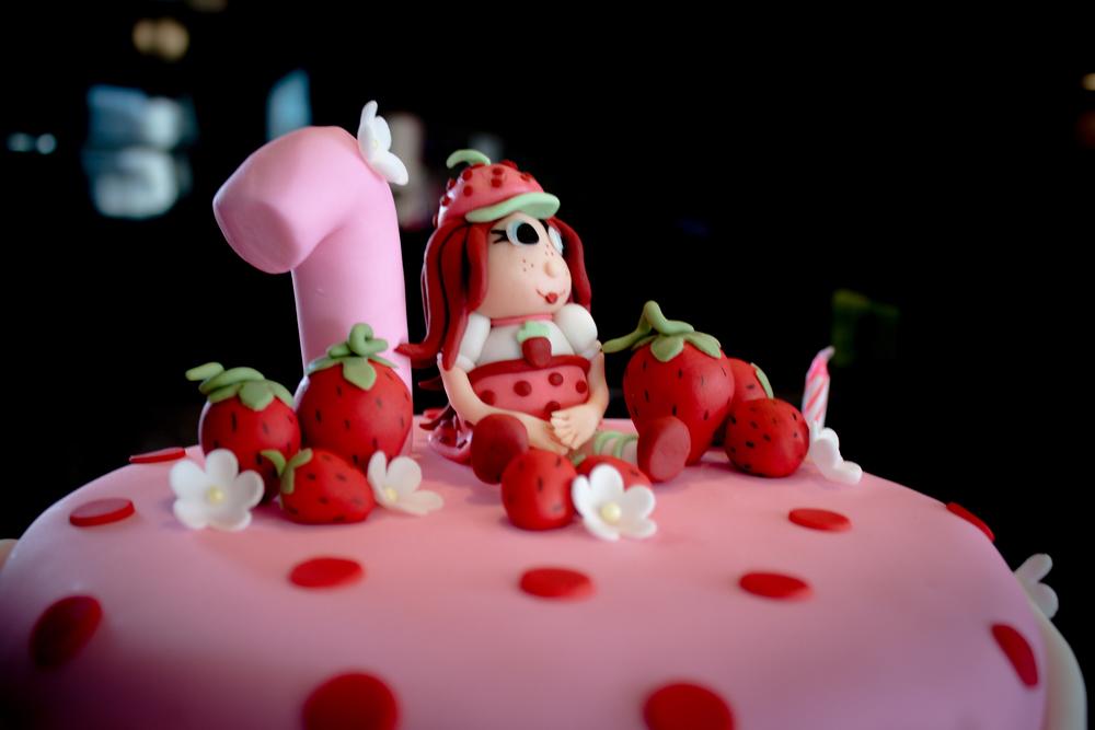 little-girls-first-birthday-party-strawberry-shortcake-cake.jpg