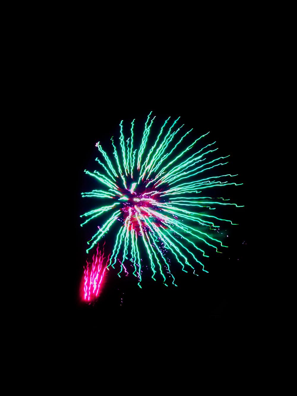 shaunavon-fireworks-big-burst.jpg
