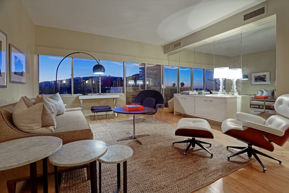 7135 Hollywood Blvd. #907  $565,000 | SOLD