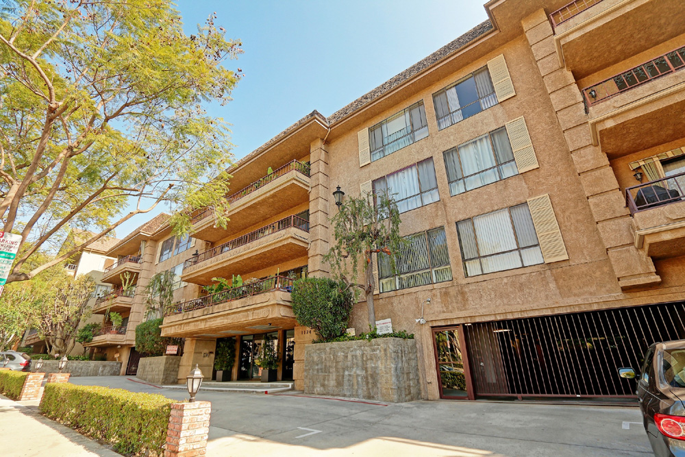 1124 N. Kings Rd. #102  $850,000 | SOLD