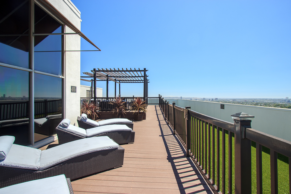 7250 Franklin Ave. #107  $475,000 | SOLD