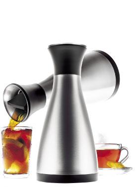 Vacuum jug design by Tools for Eva Solo