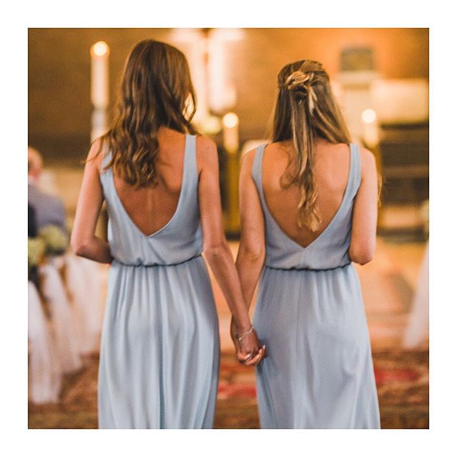 Dress ✔️shoes ✔️ flowers ✔️ rings ✔️but most importantly: bridesmaids #whatawedding #waw #whatalovestory #bride #groom #bridesmaid #matchingdresses #weddinginspo #notyoureverydaywedding #weddingplanning #friendshipgoals #love #friendship #weddingday
