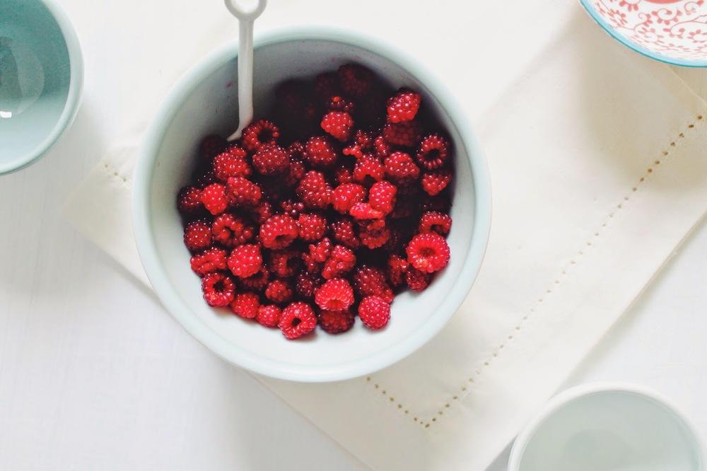 Peach+&+Raspberry+Muffins+w:+Honey+Crumble+::+www.The-Chefs-Wife.com.jpg