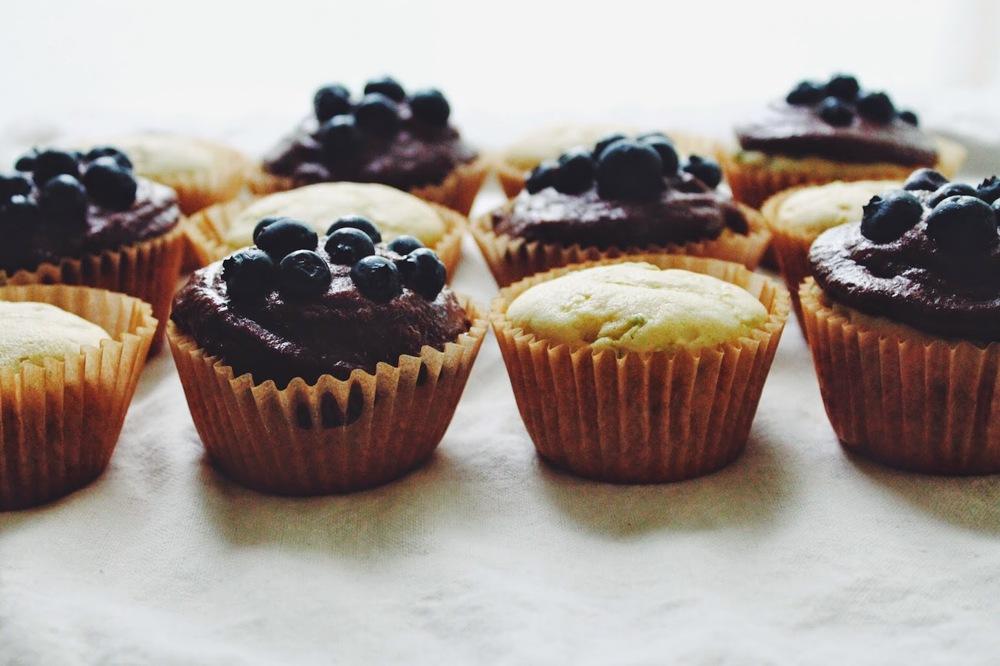 Sweet%2BLittle%2BZucchini%2BCakes%2Bw%3A%2BChocolate%2BFrosting%2B%3A%3A%2Bwww.The-Chefs-Wife.com%2B%2B%2B%2B%2B%2B.jpg