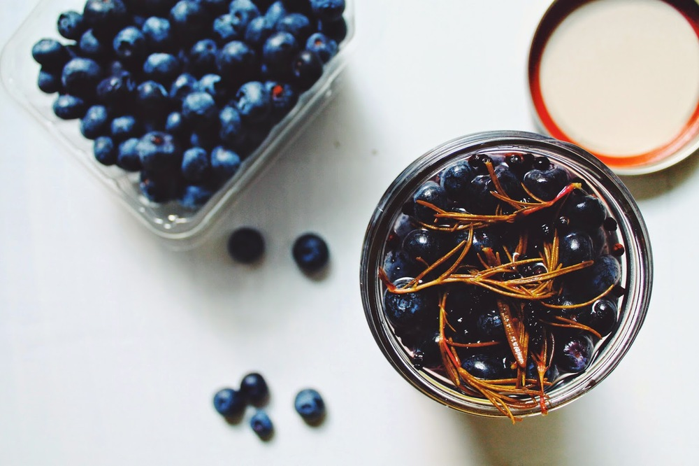 Pickled+Blueberries+w%253A+Rosemary+%253A%253A+www.The-Chefs-Wife.com+++.jpg