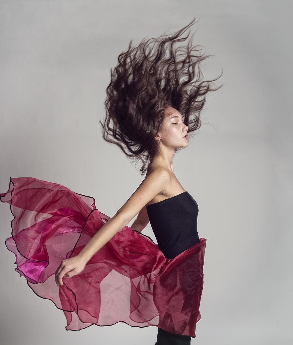Model Aislyn Freya Pax  Tempus Fugit Design