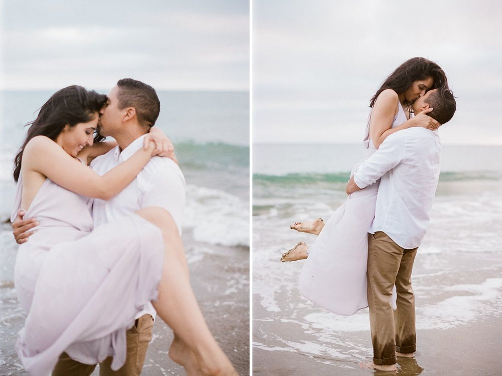 beach engagement photos los angeles