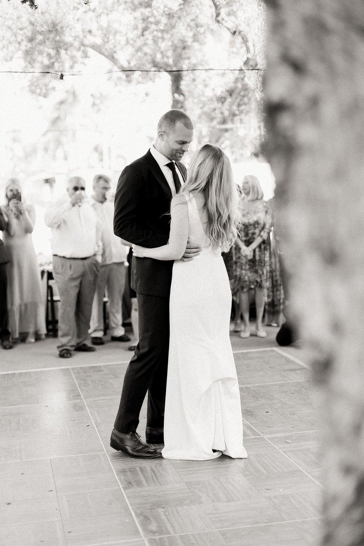 casa de la guerra wedding first dance