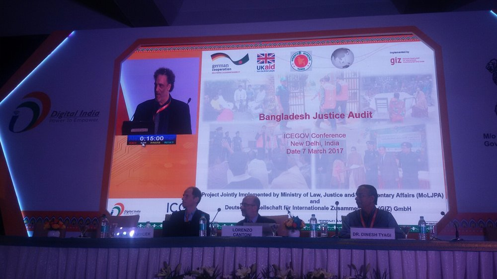 Eric Cadora presenting the Justice Audit at the ICEGOV conference in New Delhi