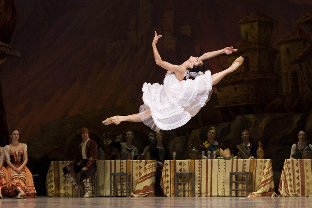 natalia osipova (and her amazing jump) in laurencia