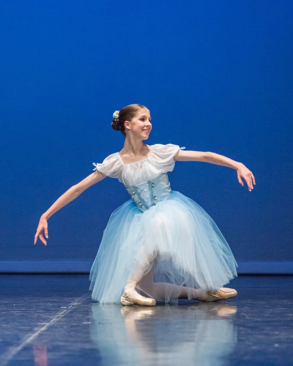 amy performing her giselle variation at the alana haines awards, 2017.