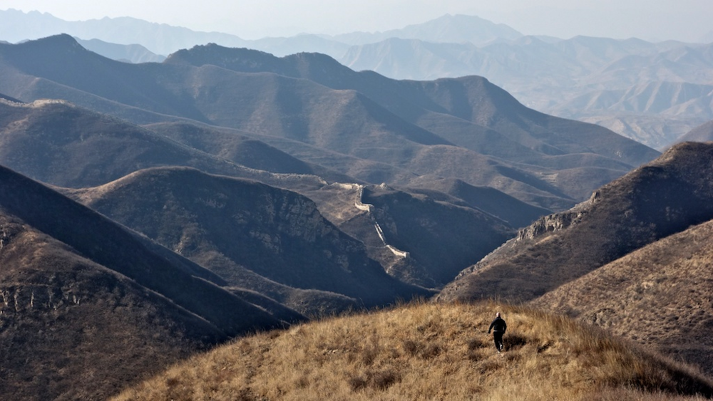 Roger runs off towards a section of the Great Wall west of Dayingpan.
