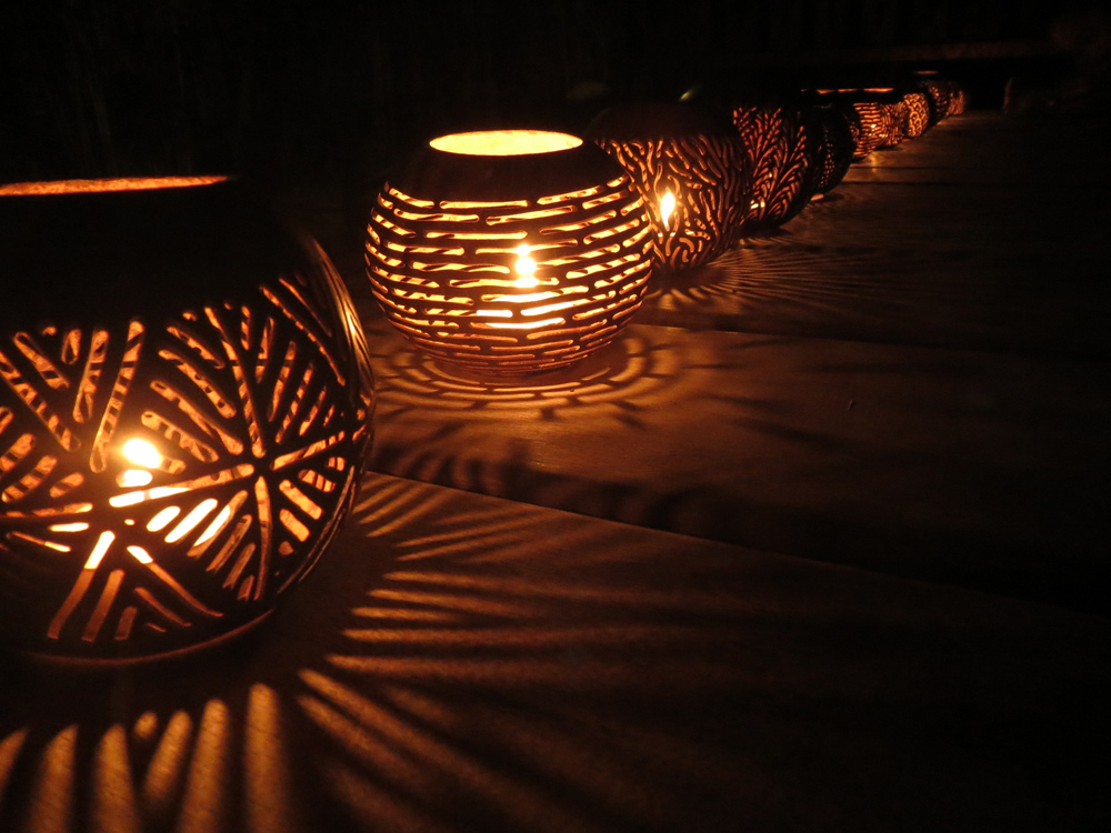 detail lamps by night.jpg