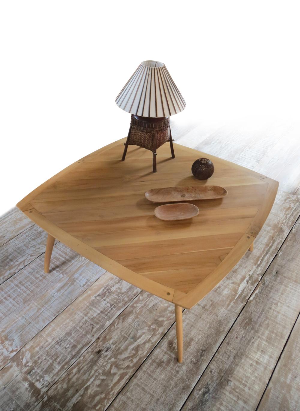 ambiance table low gili.jpg