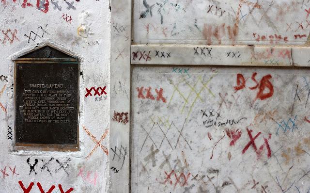 Marie+Laveau+Grave.jpg