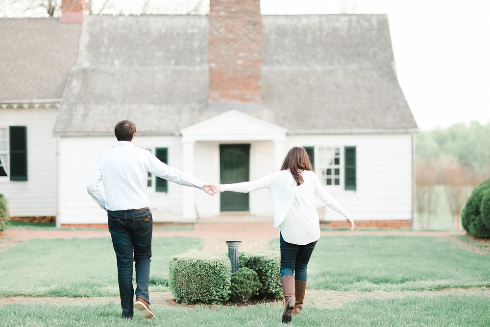 virginia_wedding_photographer_charlottesville_engagemnet_ashlawn_highland_0032.jpg