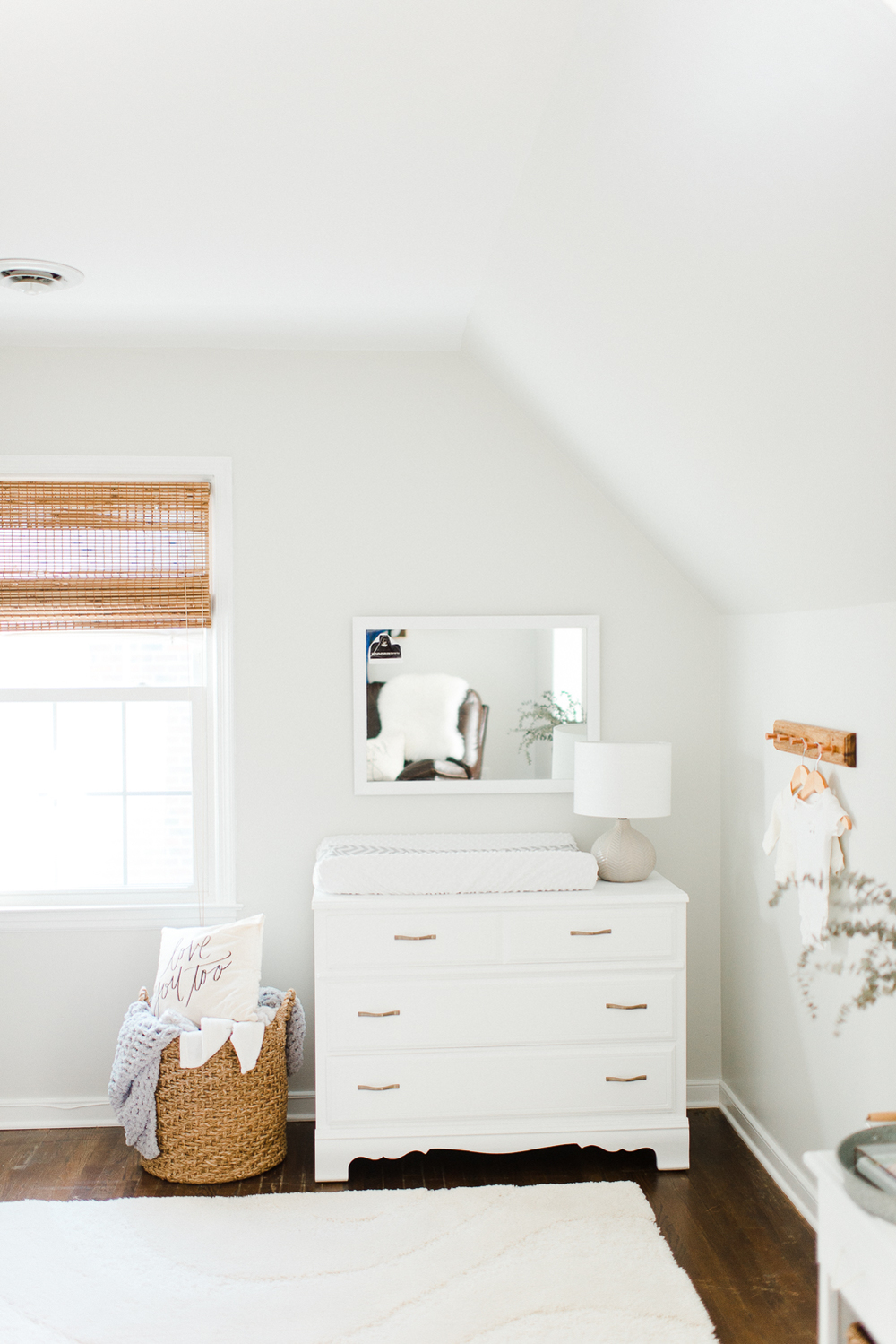 white_and_grey_gender_neutral_nursery-50.jpg
