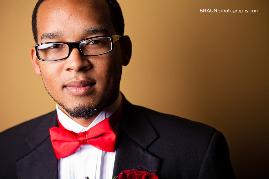 Columbus Ohio Wedding Photographer :: Handsome Groom with Glasses