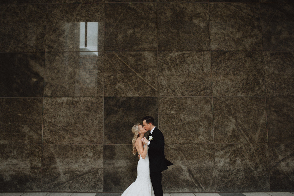 Alana-David-Cleveland-Old-Courthouse-Wedding-058@2x.jpg