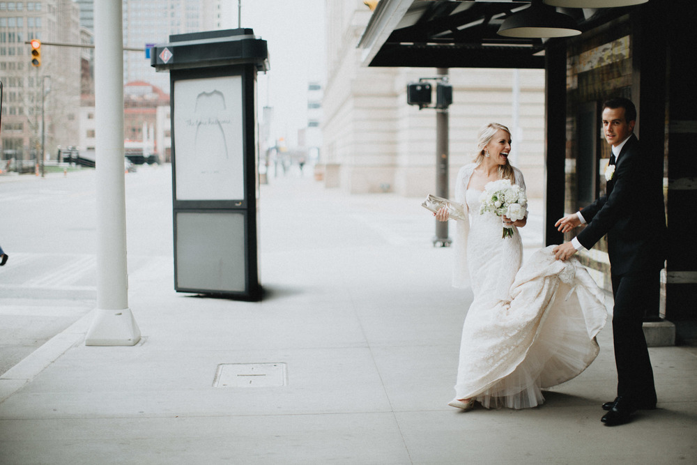 Alana-David-Cleveland-Old-Courthouse-Wedding-073@2x.jpg