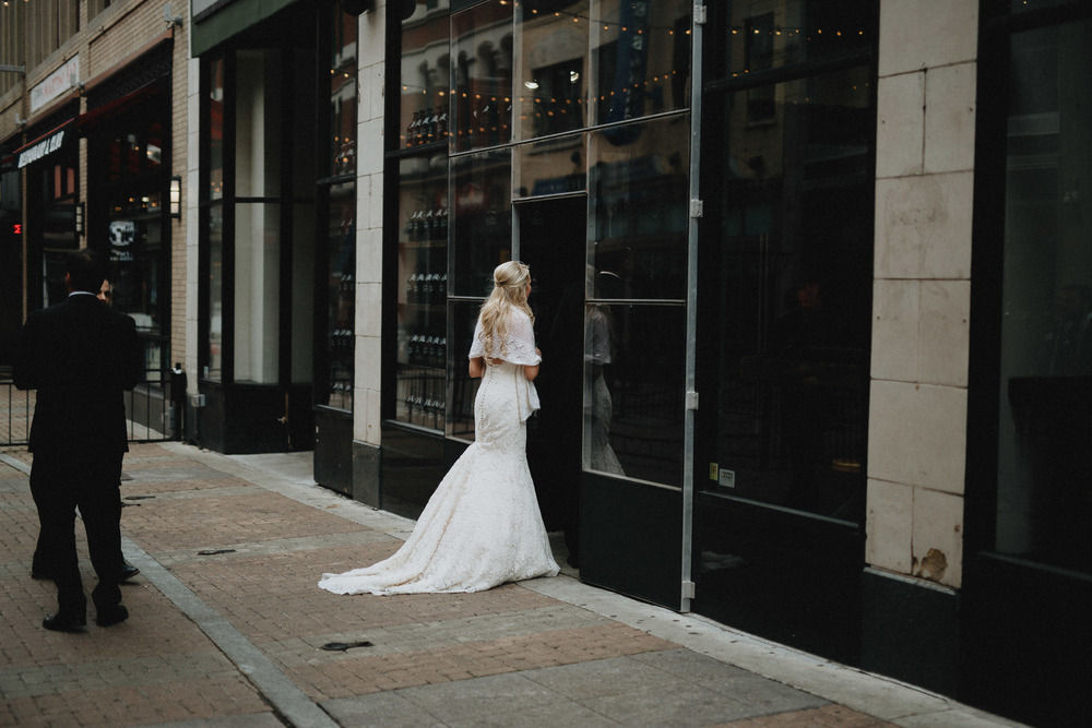 Alana-David-Cleveland-Old-Courthouse-Wedding-082@2x.jpg