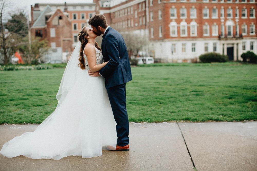 Sara-Tyler-Cincinnati-Wedding-Rhinegeist-Brewery-030.jpg
