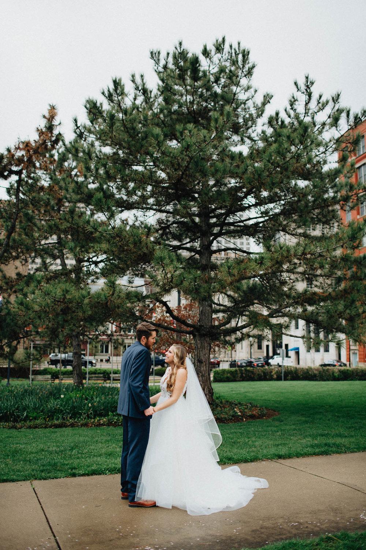 Sara-Tyler-Cincinnati-Wedding-Rhinegeist-Brewery-034.jpg