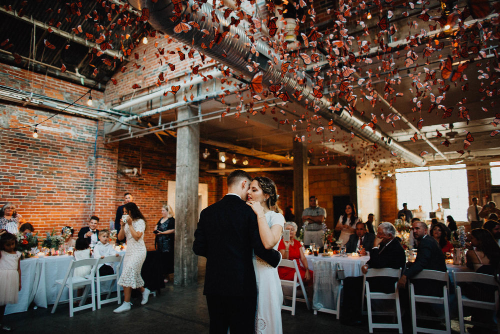 Anna-Brian-Strongwater-Columbus-Ohio-Urban-Modern-Wedding-159.jpg