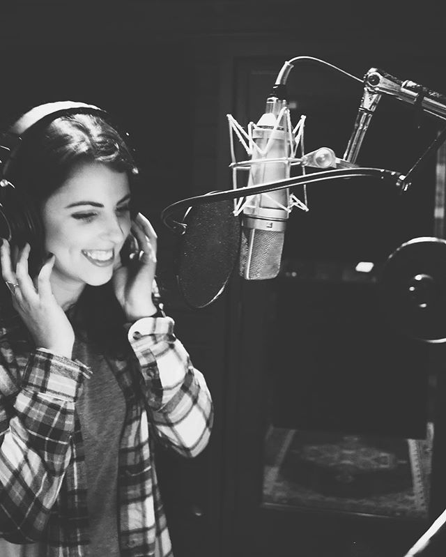 ... making magic. ✨ something exciting coming soon... • PC:// @mollylyonn • #newmusic #comingsoon #original #countrymusic #nashville #happymonday #studio