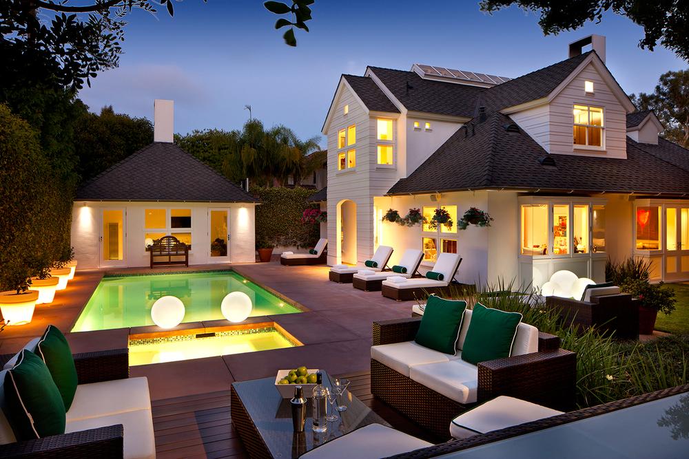 02 - Beverlywood Residence Backyard.jpg